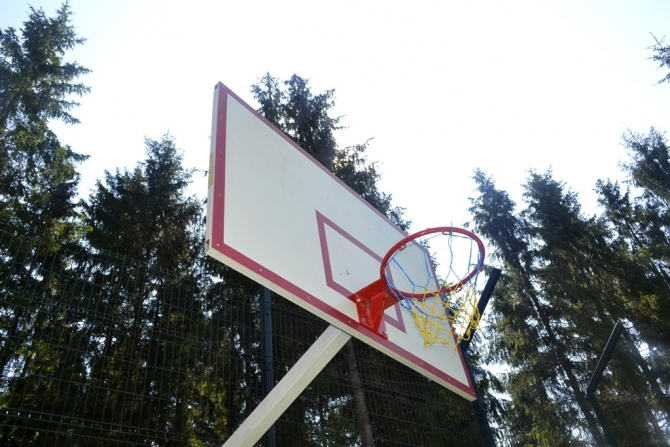 """Спортивные развлечения в """"Горганах"""". Теннисный корт."""